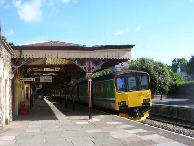 how to get to malvern by train