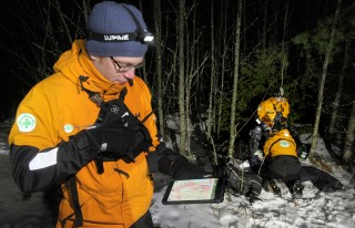 Norway SAR team tends to a casualty while another team-member uses ViewRanger to locate another missing person