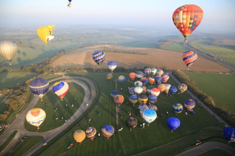 Hot air balloon cross-channel flight